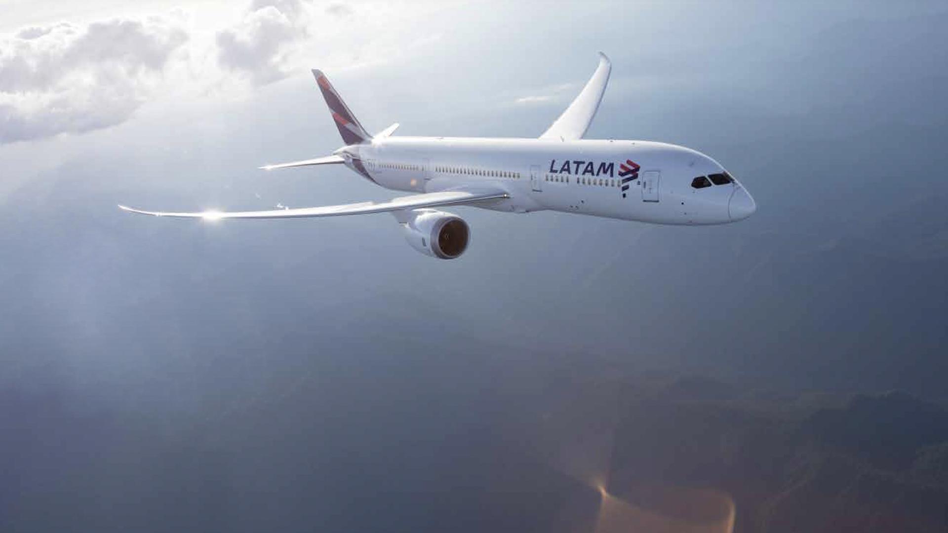 ¿Qué pasa con los vuelos de LATAM en Argentina? ¿Qué hacer?