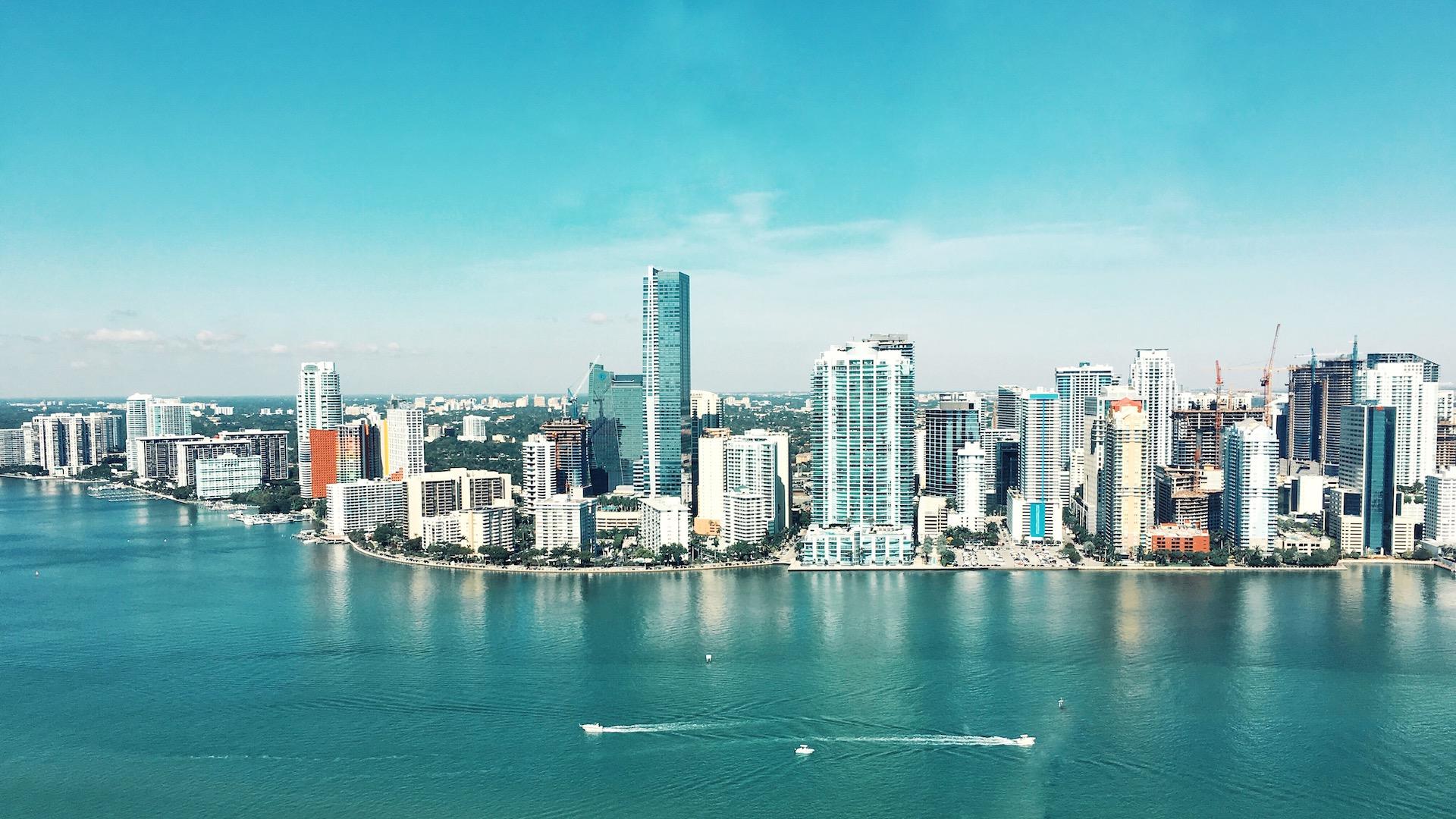 Lanzan paquetes para viajar a Miami desde Colombia para vacunarse