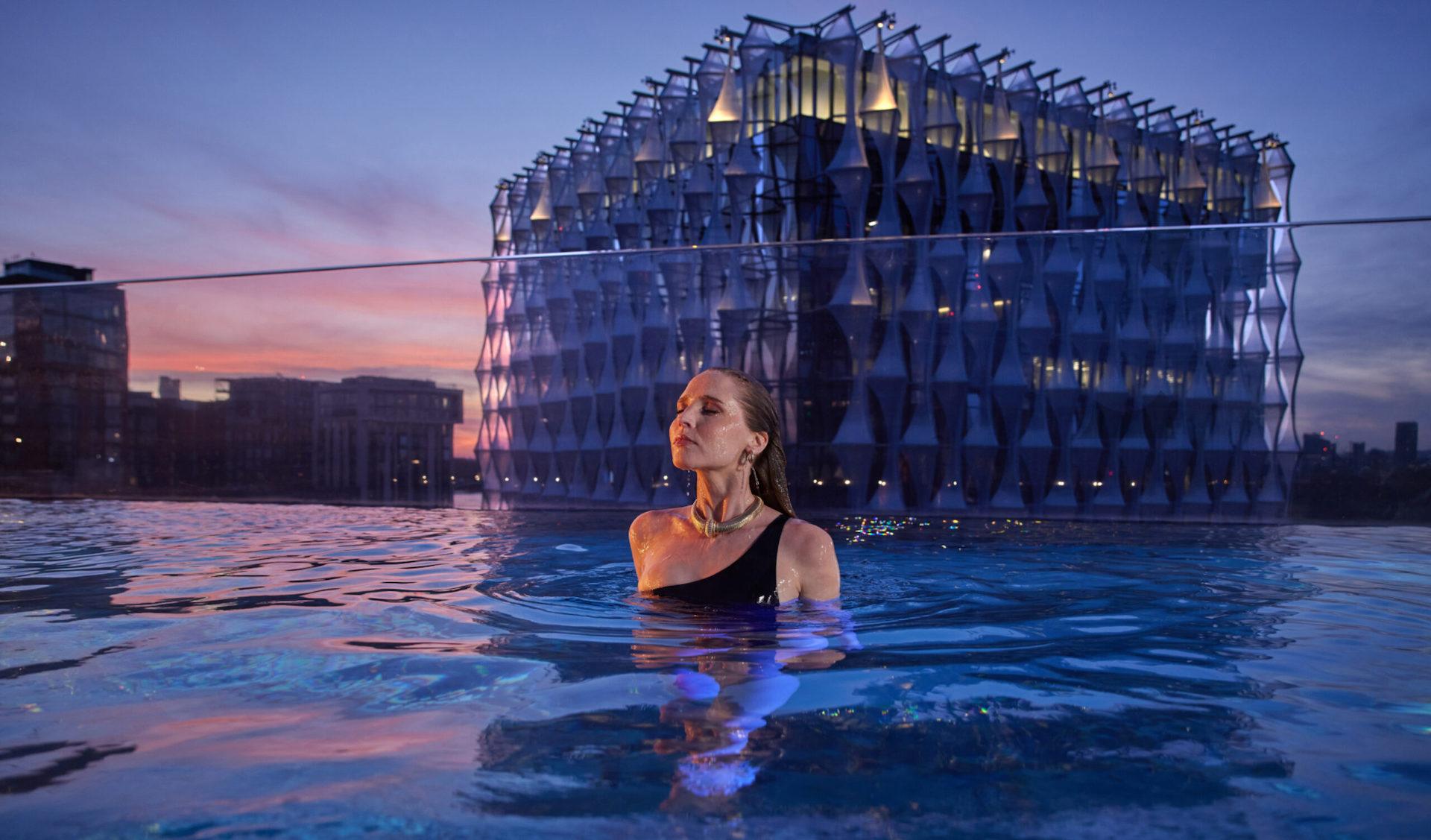 Así es la increíble piscina transparente en Londres: Sky Pool
