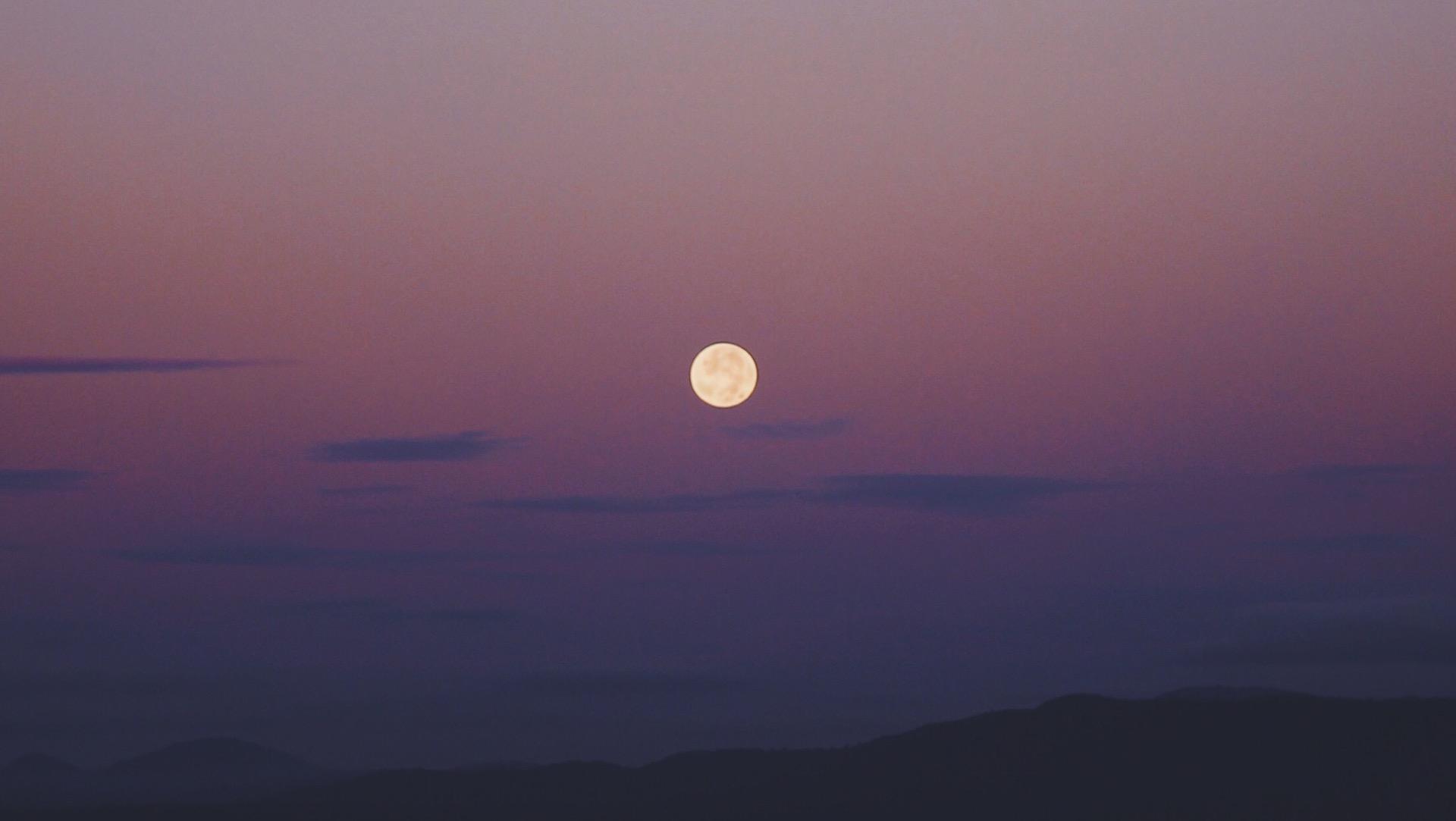El 24 de junio llega la última superluna de 2021: Strawberry Moon