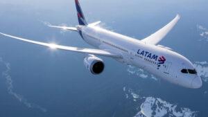 ¿Qué pasa con los vuelos y pasajes de LATAM para volar en agosto?