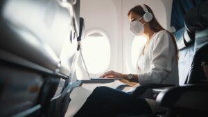 ¿Hasta cuándo habrá que usar máscaras en los aviones?