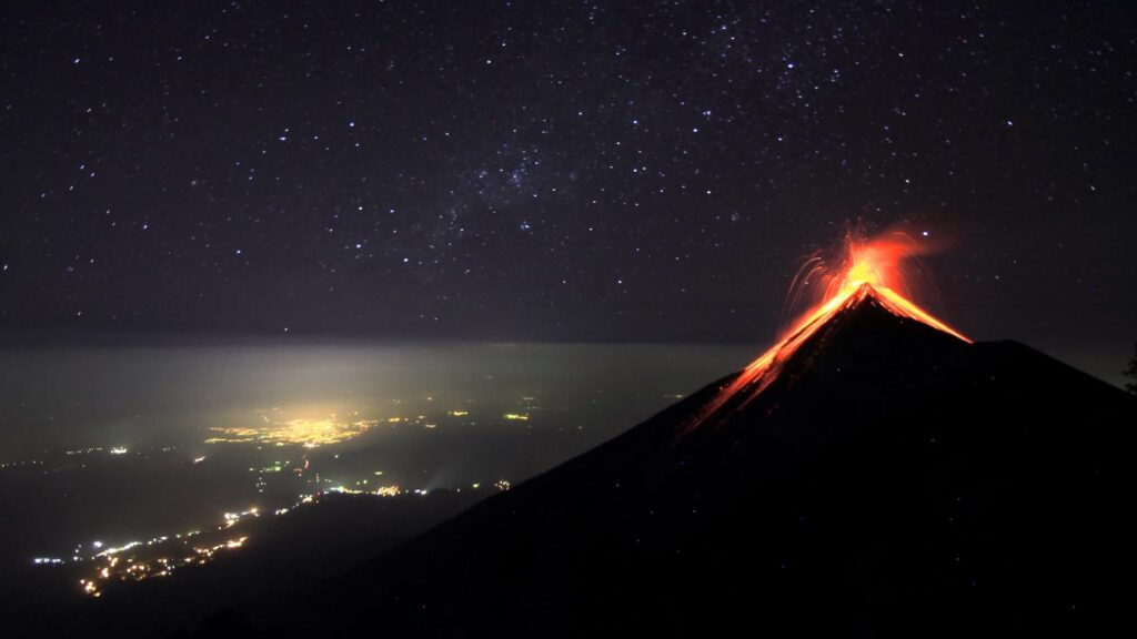 Qué es un volcán, por qué hacen erupción y cuántos están activos