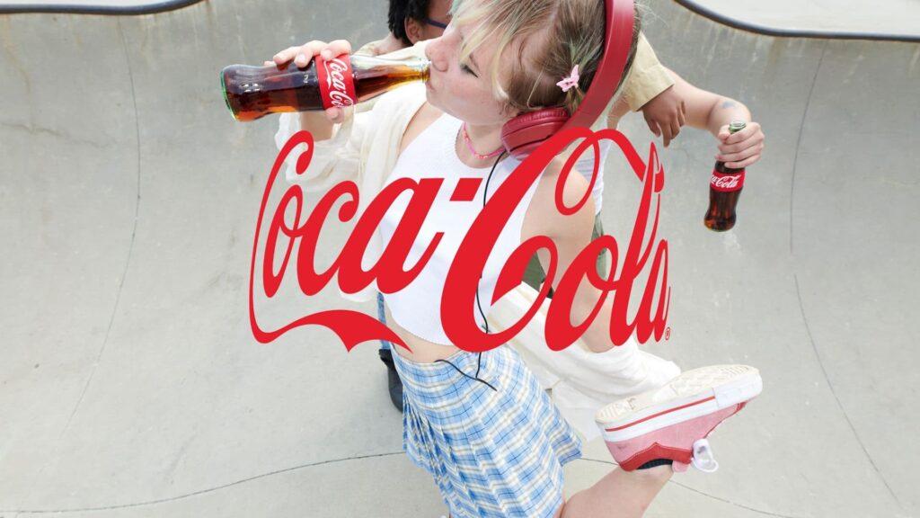 Este es el nuevo logotipo de Coca-Cola: un abrazo invisible. Video