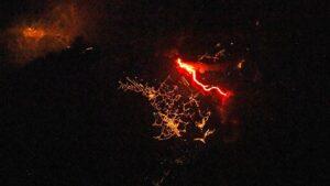 Nuevas imágenes del volcán de La Palma desde el espacio: un río de lava